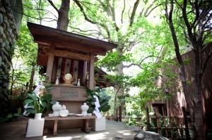 庭園内神社
